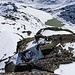 Abstieg vom Juchlistock: das darunterliegende Schneecouloir ist ordentlich steil. Hinten sieht man den teils zugefrorenen Grimselsee