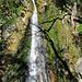 """Der zweite Wasserfall in der """"Combe du Pilouvi"""". Am oberen Ende liegt der """"Lac des Fées""""."""