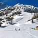 Nach einer schönen Wanderung vom Parkplatz durch das ganze Bergdörfchen Malbun habe ich hier die Schneeschuhe montiert, einige Touren-Skifahrer habe ich im obersten Teil und ganz unten entdeckt, ich war der einzige mit Schneeschuhen, bis nächsten Winter überlege ich mir ernsthaft Tourenski zu kaufen, ein guter Skifahrer wäre ich ja.