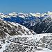 Blick hinüber ins Vorarlbergische, vorne im Bild die Strasse zum Berggasthaus Sarais hinauf