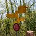 """Wegweiser """"DörflI"""". Der Alpinwanderweg zur Stockflue ist gut ausgeschildert."""