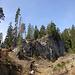 Der Crap Ueara hebt sich durch eine jähe Felswand von der Umgebung ab