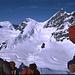 Aufstieg zum Gipfel, unten die Sphinx, hinten die Jungfrau mit Rottalsattel und Wächte.Mit Ulrike ging es zur Jungfrau links an der Zipfelmütze vorbei hinter die Felsen empor.(anderer Tourenbericht).<br />