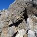 nur der Fantasiebegabte mag das Felsenfenster erkennen, da der Hintergrund die gleiche Farbe hat und weit höher aufragt