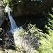Der gewaltige Wasserfall von der Strasse aus gesehen