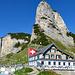 Berggasthaus Staubern, dort wo der rote Ballon (Stauberen) ist, klebt der Briefkasten an der Felswand, in der Vergrösserung ersichtlich