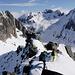Gipfelgänger auf dem Grat zum Skidepot.