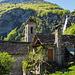 Start im malerischen Weiler Foroglio. Eigentlich würde der Weg direkt an der Kirche vorbeiführen und nicht bis zum Aufnahmestandpunkt hinauf.