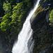 Blick hinüber zum tosenden Wasserfall