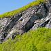 Die Felswände auf der Nordwestseite des Tals bilden zum Teil riesige Dächer
