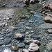 Hier führt der Fiume Calnègia wieder glasklares Wasser
