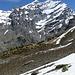 Wieder bei der Schneegrenze: über der Balmhornhütte die eindrückliche Doldenhorn SW-Wand