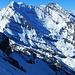 Balmhorn-Altels vom Aufstieg zum Kleindoldenhorn: das Vorfeld des unteren Balmhorngletschers scheint damals nach besser überschneit gewesen zu sein (Foto vom 8.4.2017)