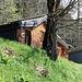 das Forsthaus liegt gleich neben dem Bergweg