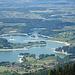 Blick auf den verzweigten Lac de Montsalvens