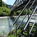 Wir queren den Rhein auf der Eisenbahnbrücke