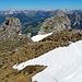 die ersten Schneefelder müssen überquert werden, der Schnee ist Trittfest, eine wahre Freude.