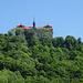 Schloss Bieberstein <br />Das Schloss aus dem Jahre 1713 wurde auf einer alten Burganlage erbaut und hat einen 57 m. tiefen Ziehbrunnen. Heute wird das Schloss als Internat genutzt.