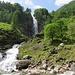 La cascata diviene sempre più imponente.