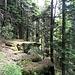 Eine natürliche Felskante. Hier war nicht viel nötig, um den Berg gegen Angreifer zu schützen.