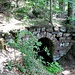 Die Fontaine Saint-Jean war einst vielleicht die einzige Quelle innerhalb der Heidenmauer. Wenn dem so war, hat es sicherlich Zisternen auf dem Berg gegeben, der Archäologe Robert Forrer hat eine auf der Bloss entdeckt. Wie viele heidnische Stätten wurde der Brunnen in christlicher Zeit Johannes dem Täufer geweiht.