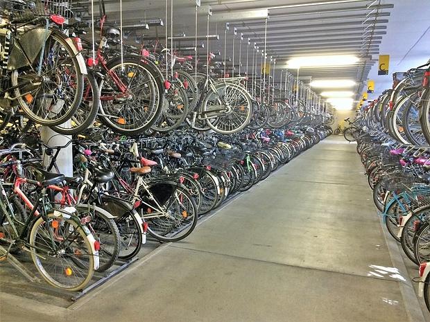 es gibt sogar Fahrrad-Garagen