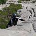 Tanja in einer steilen Wasserrille.