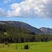 auf der Hinfahrt zwischen Appenzell und Gonten fotografiert, der Kronberg schon mit einer drohenden Wolke am Himmel.