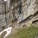 Eine weitere Serie von Felsbrücken führt zum Stollenloch. Auch hier wird direkt an der Felswand gegangen.