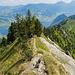 Rückblick vom oberen Ende des markanten südseitigen Geröllkegels aus. Eine schöne Passage direkt auf dem Grat.