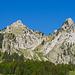 Haggenspitz und Kleiner Mythen vom Parkplatz in Brunni aus. Das kleine Tal in der Mitte ist das heissgeliebte Griggeli.