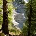 Hinüberblick über die Gorges de l'Evi zum immensen Steinbruch ...