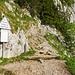 Einstieg zum Mythenweg (T3). Das Schild erklärt, wie man wandert und wie nicht.