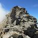 scavalco in cresta del risalto roccioso