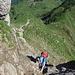 weiter oben wechseln sich Weg und kurze Passagen mit Seil ab