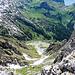Blick von oben in den Abstieg Westlich