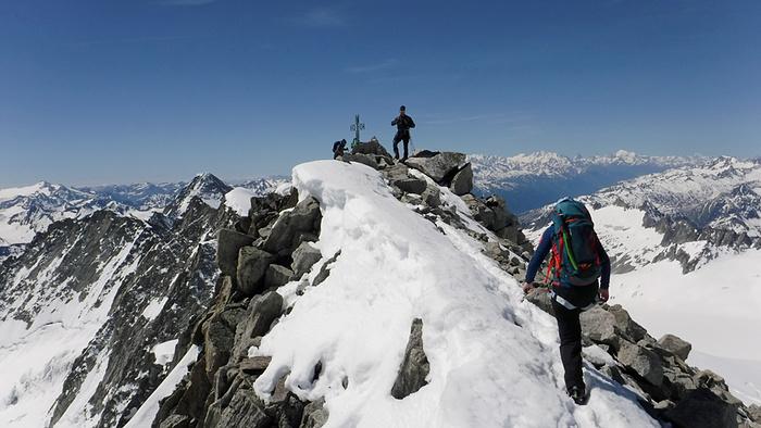 Ein Bild, das Schnee, draußen, Himmel, Natur enthält.  Automatisch generierte Beschreibung