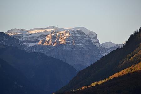 Blick das Tal hinauf mit Vorderselbsanft und Bifertenstock.