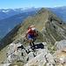 gli ultimi metri prima della q. 2415 m. Alle spalle tutta la cresta percorsa