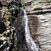 In cima alla scalinata, una cascata e la vista sul Monte Zucchero.