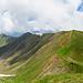 Panoramaaufnahme vom Wengenhorn in Richtung Wandelen und Arnigrat. Ganz links der Sarnersee.