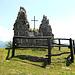 Monumento nei pressi del Rifugio
