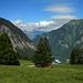 Hier noch über die Wiesen hinunter zur Bergstation.<br />Danach schwebt man mit der Dorfbahn bequem ins Tal.