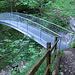 Im nichts taucht eine wunderbar errichtete Brücke auf.