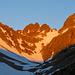 Auf dem Weg zum Leitschachfirn. Die ersten Sonnenstrahlen haben bereits die Berge erreicht. Zunächst geht es ein gutes Stück dem Sasspass entgegen.
