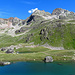Piz Radönt (3065 m) mit Bergsee bei der SAC Hütte.