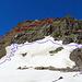 """die blaue Linie ist für den Aufstieg nicht zu beachten. Die blaue Linie war mein """"Irrweg"""" am Anfang vom Aufstieg. Zuerst hatte ich gedacht der Zustieg sei bei Nr. 1 die Felsrinne hoch, was falsch war, danach querte ich mit Steigeisen an den Schuhen einen 50-60 % steiles Gletscher-Schneefeld unterhalb dem Felsen um den Zustieg zu suchen, bei Nr. 2 habe ich den Versuch aufzusteigen erfolglos abgebrochen und bin das steile Gletscher-Schneefeld hinunter gelaufen bis zum Anfang vom Südgrat auf der linken Seite. Eine unnötige Tortur die mir viel Kraft und Zeit geraubt hatte. Die rote Linie ist der normale Aufstieg zum Piz Grialetsch. [http://www.hikr.org/gallery/photo2412544.html?post_id=122453#1 Bild116]"""