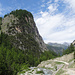 ein Blick zurück, mit dem Felsbuckel bei der Alp Burdun