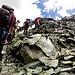 Si continua a salire su rocce molto scivolose e instabili