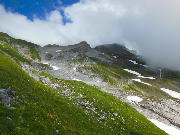 Die Wolkendecke steigt, ab 2500m ist aber Schluss.